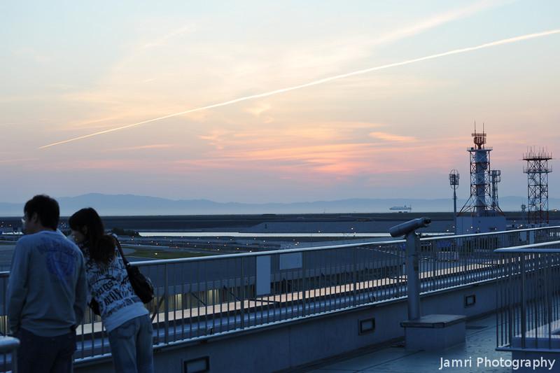 A Long Vapour Trail.<br /> At Kansai Airport.