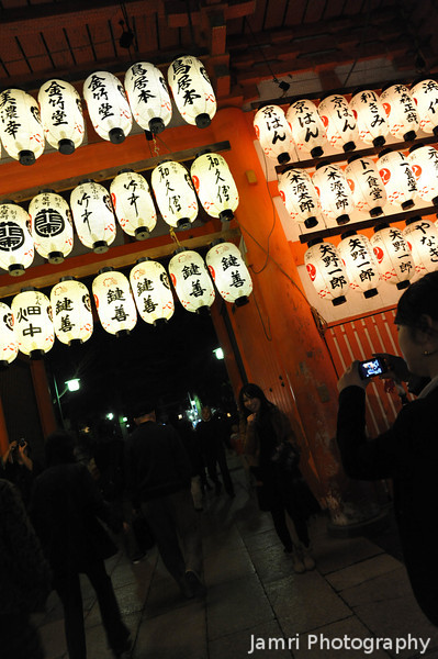 A Snapshot by the Gate.<br /> In Yasaka-jinja (Yasaka Shrine), Gion, Kyoto.