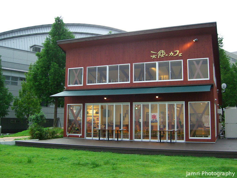 Lake Front Cafe.<br /> Another shot from my 7km walk from Hama-Otsu station to Ishiyama station.