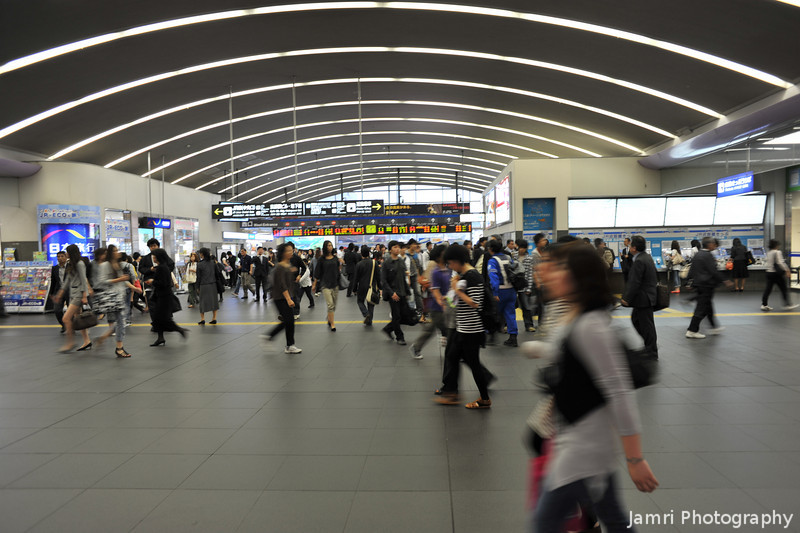 Rush hour at Kyoto Station.<br /> Ritsuko and I arrive back at Kyoto Station in the middle of Rush hour.