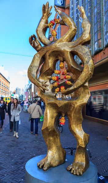 Tantratrijn - Pedestal Art