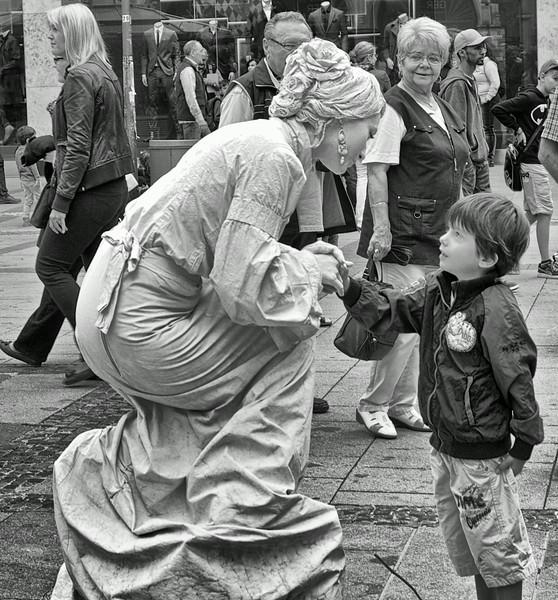 Mime artist.  Marienplatz.