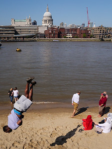 Parkour On The River Thames Beach