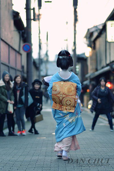 Crowds Part, Geiko-san