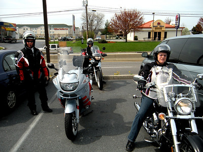 See the pretty bikes and the pretty suits.  Thats Brian and Linda, obviously.  Ellen, on her YAMAHA, is ready to ride.  Downscale duds and bike...maybe...but we measure riding in the number of smiles it generates and nobody was smiling more than Ellen!