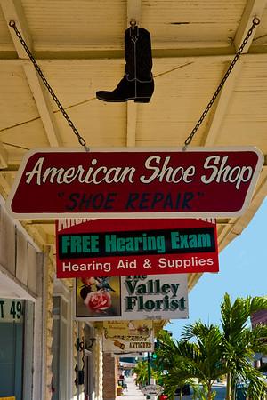 Signs on Oak St.