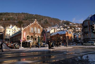 Kjøttbasaren med Fjellsiden i bakgrunnen...Bergen.