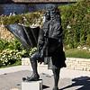 Besançon - Dougs - France<br /> Vauban, architecte de la citadelle<br /> <br /> Sébastien Le Prestre, marquis de Vauban (entre le premier et le 5 mai 1633 - 30 mars 1707) est un homme à multiples visages : ingénieur, architecte militaire, urbaniste, ingénieur hydraulicien  et essayiste  français, qui préfigure, par nombre de ses écrits, les philosophes du siècle des Lumières. Expert en poliorcétique, il donna au royaume de France « une ceinture de fer » et fut nommé maréchal de France par Louis XIV. La fin de sa vie fut assombrie par l'affaire de la Dîme Royale, qu'il décida de publier, malgré l'interdiction royale : dans cet essai, Vauban proposait un audacieux programme de réforme fiscale pour tenter de résoudre les injustices sociales et les difficultés économiques des « années de misère » de la fin du règne du Roi Soleil.<br /> <br /> Vauban a voulu faire de la France un pré carré, selon son expression, protégé par une ceinture de citadelles. Il a conçu ou amélioré une centaine de places fortes. L'ingénieur n'avait pas l'ambition de construire des forteresses inexpugnables, car la stratégie consistait alors à gagner du temps en obligeant l'assaillant à immobiliser des effectifs dix fois supérieurs à ceux de l'assiégé. Il dota la France d'un glacis qui la rendit inviolée durant tout le règne de Louis XIV — à l'exception de la citadelle de Lille qui fut prise une fois — jusqu'à la fin du XVIIIe siècle, où les forteresses furent démodées par les progrès de l'artillerie. Douze ouvrages de Vauban, regroupés au sein du Réseau des sites majeurs de Vauban ont été classés au Patrimoine mondial de l'UNESCO le 7 juillet 2008[
