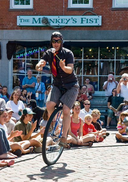 Unicycling Yoyoer-Newbury Port
