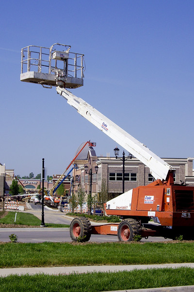 "<font size=""3"">Construction at the Shadow Lake Shopping Center nears completion, May 2007.<br><br>Lifts like the one in the foreground are in use by workers putting the finishing touches on the Main Street shops.<br><br>There are four in this photo.  It looked like there were a dozen of these in use around the site.<br><br>(click on the image for a larger view.)</font>"
