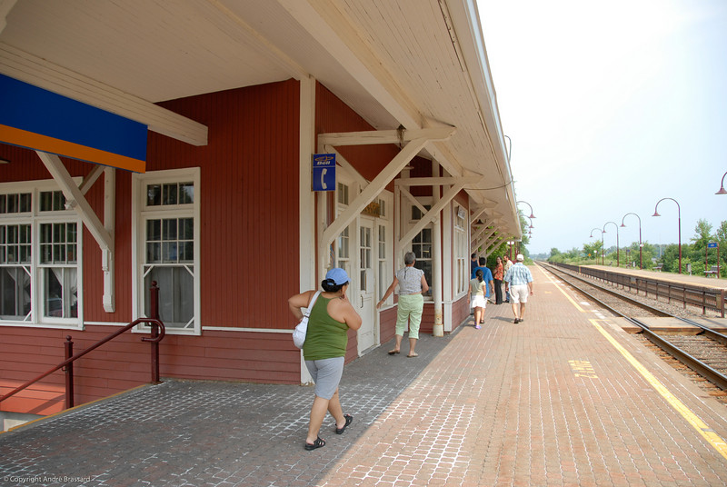 Train station In Dorion that commutes to Montreal 16 times a day