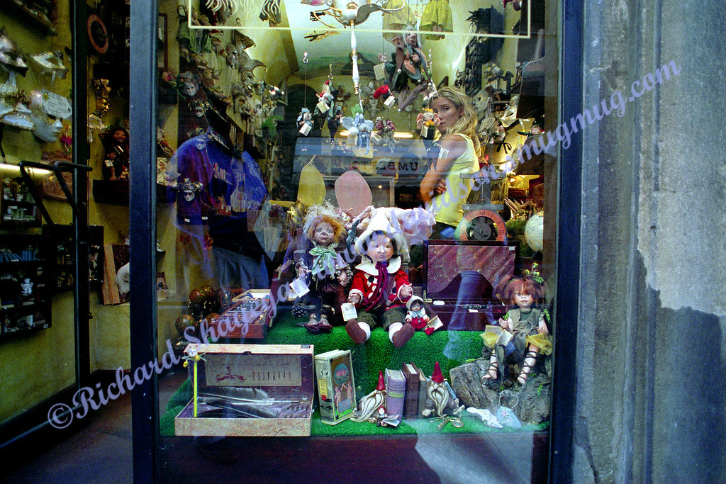 Florence Pisa doll shop