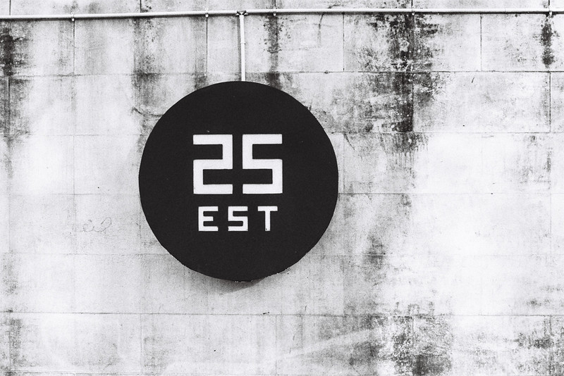 25 est