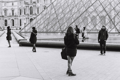 louvre photo taker