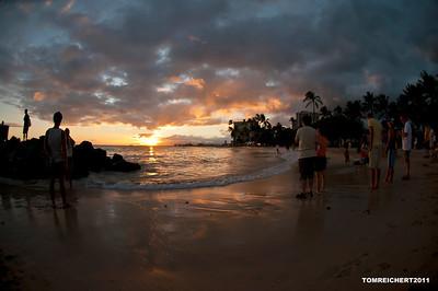 EVERYBODY CHECKING OUT THE SUNSET - WAIKIKI BEACH,HAWAII