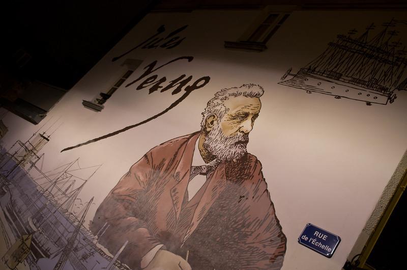 Fresque de Jules Verne rue de l'Echelle à Nantes sa ville de naissance (France)