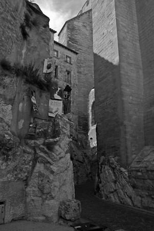 Palace of the Popes - La rue de la Peyrolerie, passage creusé dans le roc d'où Alexandre Dumas découvrit le palais des papes
