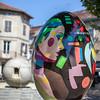 Le portraitiste des stars livre un œuf composé de portraits de femmes. Pop. C'est la couleur qui structure les volumes.<br /> Montigny