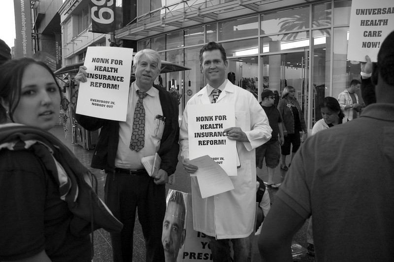 017_20090930_mad_as_hell_doctors_bw
