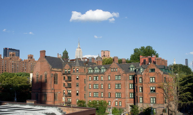 A view towards the Empire State Building, from the north end of the High Line.