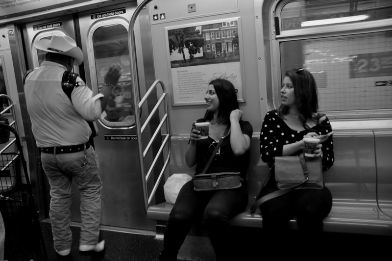 005  New York - Metro, looking at the guitar player
