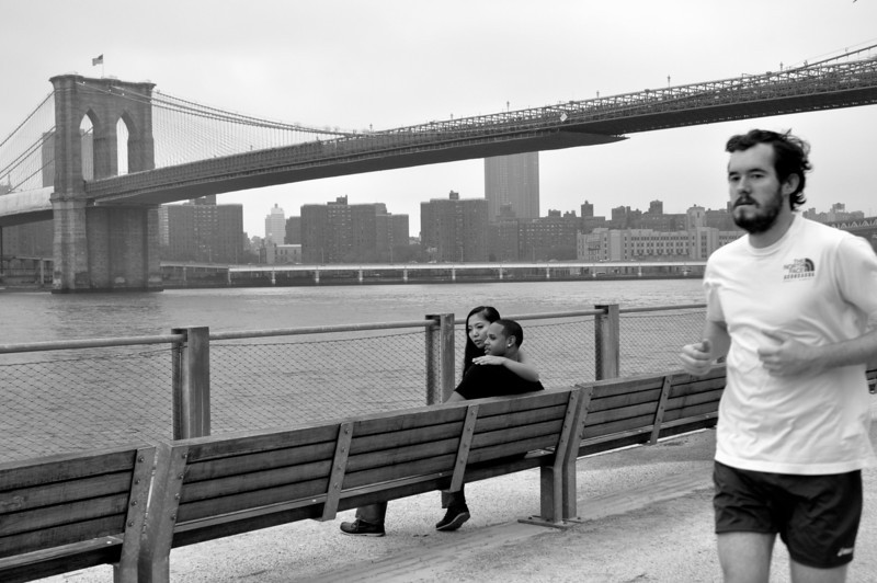 009  New York - Brooklyn Bridge, loving and running