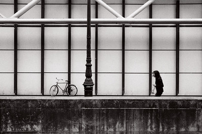 bike at pompidou with girl carrying shopping