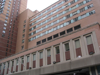 Roosevelt Hospital, W 59th Street - This was the site for many Seinfeld events: the Pig Man, Susan's demise from cheap wedding invitations, George breaks his legs when he slipped on party invitations and that ruined 'The Summer of George', Jerry cheats on his neighbor, who is in a coma, and then bribes Newman with Drake's Coffee Cakes so he wouldn't tell, and a Junior Mint ends up in Elaine's boyfriend's chest when Jerry and Kramer get into a scuffle while he's being operated on.