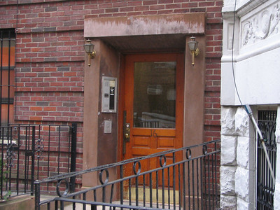 Elaine's apartment, 16 W 75th Street - This is the address that Elaine gives as her apartment in the show.