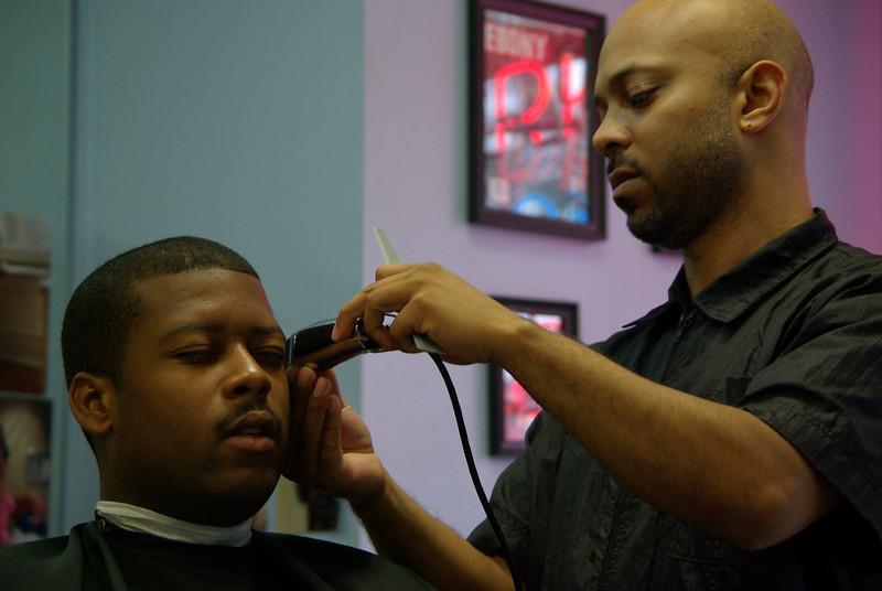Hyde Park Hair Salon (Barack Obama's Barbershop) July 2009