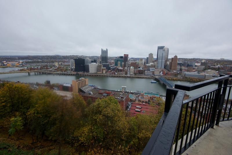 Railing over Pittsburgh (Nikon D800, 16mm)