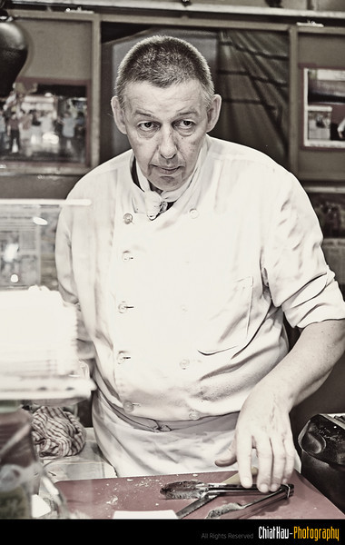 One of the Italian Chef that we see in the China Town street. :)