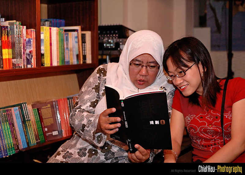 Siti and Ee Lean is readying some books inside one of the cafe in the HOA...