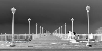 Pier 7 - Greyscale