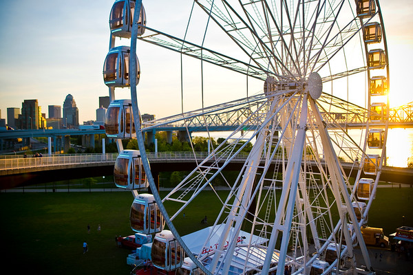 Skystar ferris wheel at Big Four Bridge