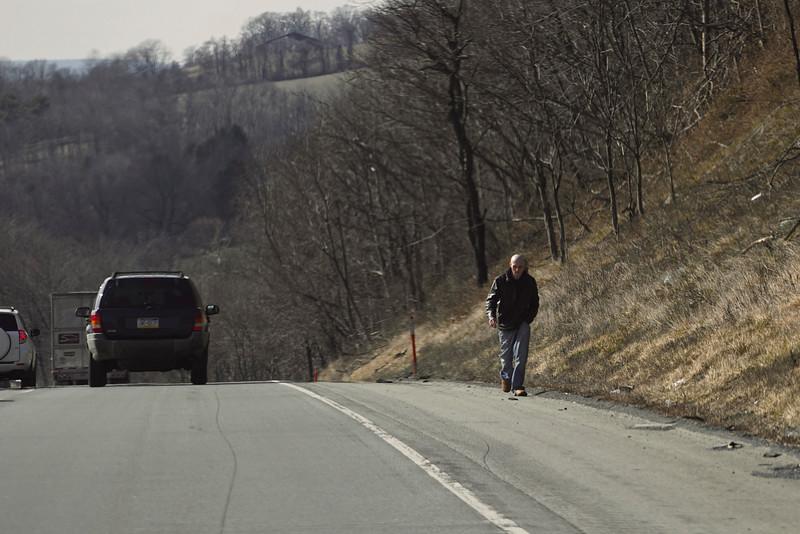 Highway breakdown walk (200mm, F6.3)