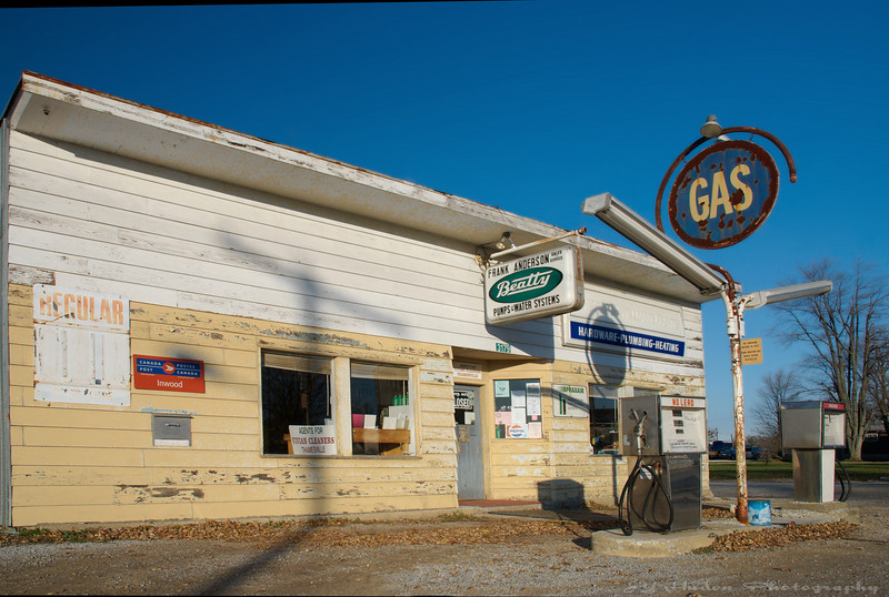 Nov 19th, 2007<br /> Passing by the corner gas; rare are these ones in the area, all replaced over the years with chain convenience store. --JY