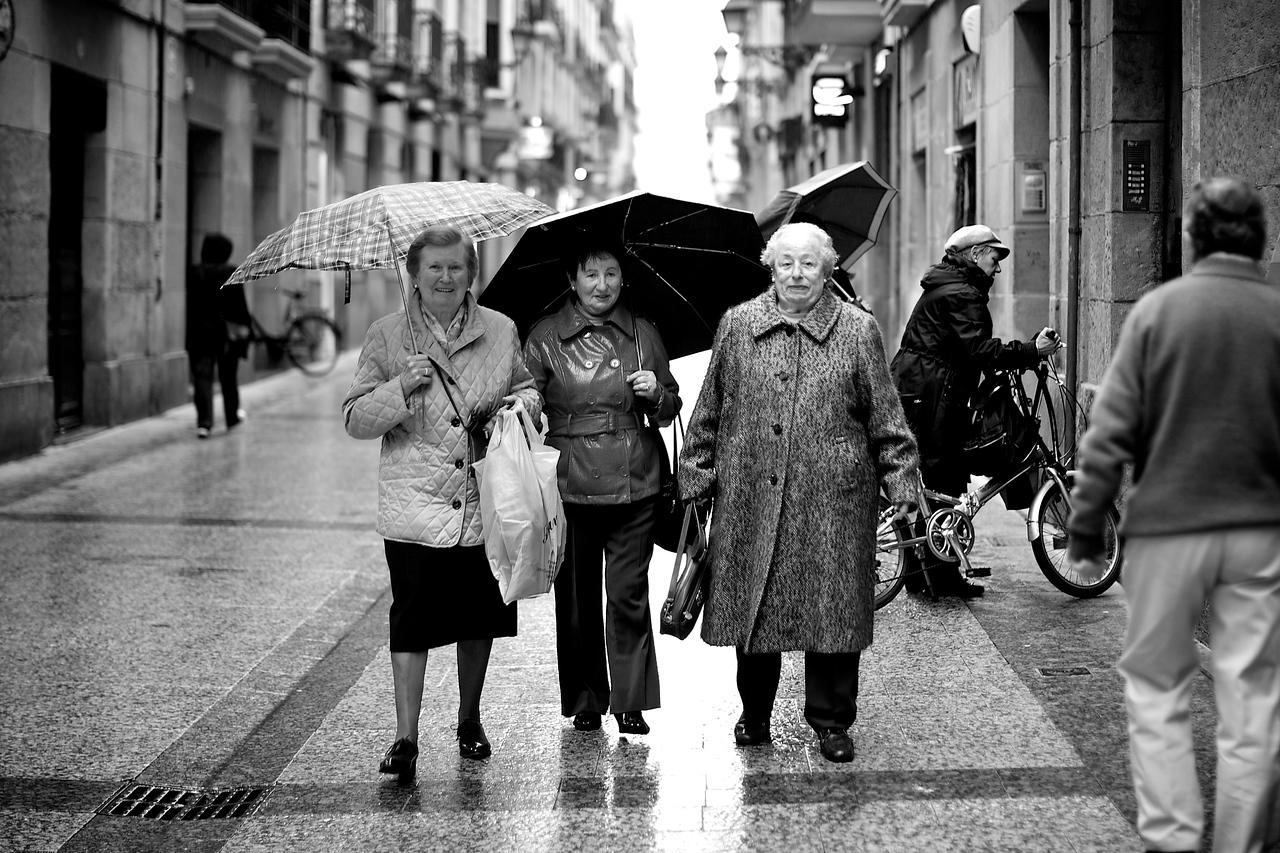 3 Women shopping.<br /> (San Sebastian, Spain)