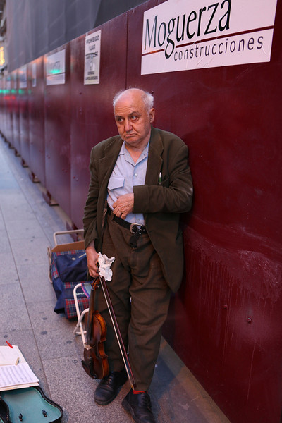 The Lonely Fiddler of Madrid: Walking along Calle via Centro in Madrid yesterday and saw this fellow. He just didn't feel like playing even after a few Euros donation. LoL