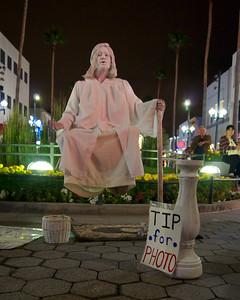 Levitation, Santa Monica Third Street Promenade  ref: 29c2a3e6-149d-489a-bfc6-dc874eaa7751