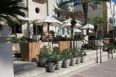 Sidewalk Outdoor Cafe on Ocean Drive, South Beach, Florida.