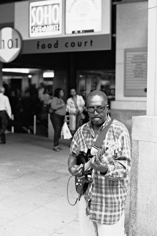 guitar player in Washington, DC outside of Farragut North metro stop