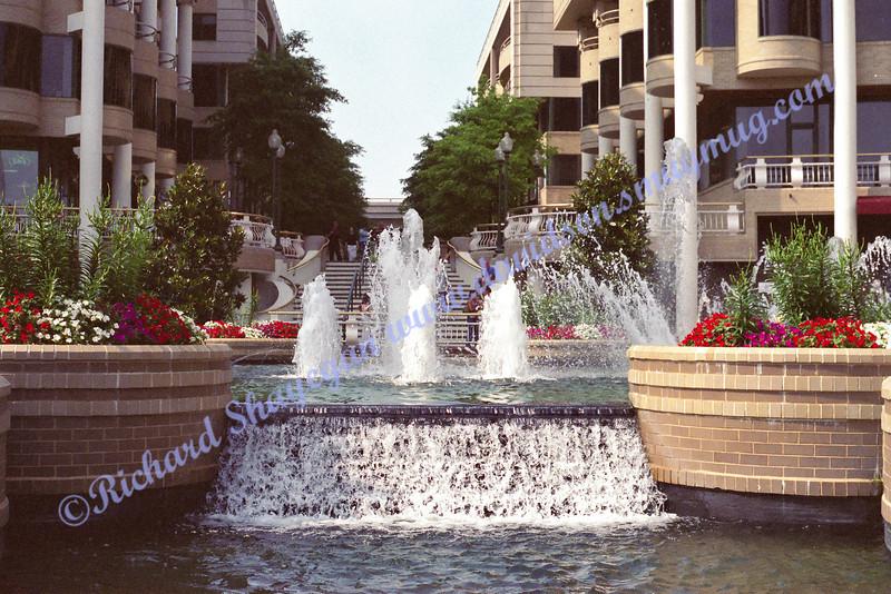 Fountain near the river in Georgetown (Washington, DC)