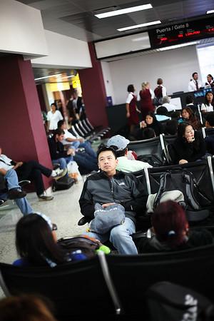 David watching Michael Jackson at El Salvador Airport