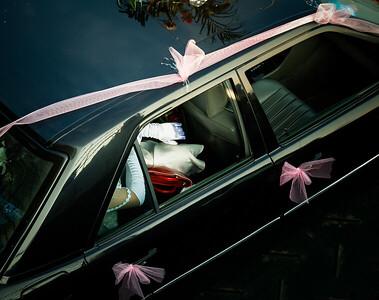 Menyasszonyi autó egy kompon