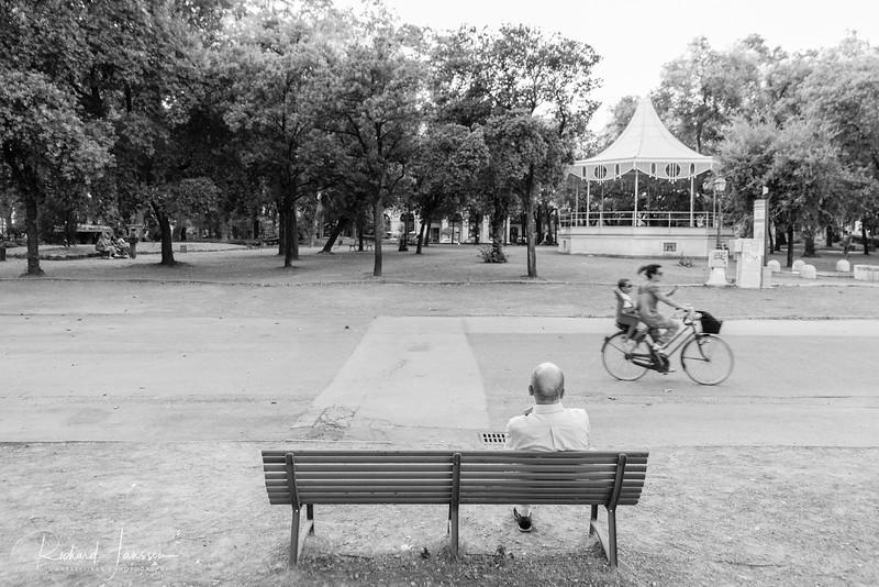 At ease (Public park, La Spezia, Italy)