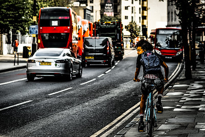 Look ahead #hackneystreets #hackney #bike #meanstreets #marestreet #streetshooter #streetphotography #streetphotographer #picoftheday #eastlondon #hackneymagazine
