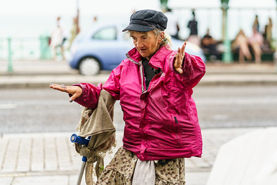 Making some shapes #street #streetphotography #goodtime #fashion #style #streetstyle #blogger #fashionblogger #me #fashion #styleblogger #stylediaries #fbloggers  #pursuitofportraits #models #fashionstylist #mylook #trendy #sony #sonya7r3 #sonya7riii #streetphotographer #markoimaging #uk.shooters #brighton #brightonstreets