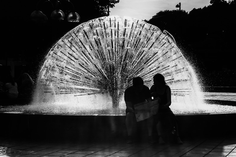 Fountain and tourists