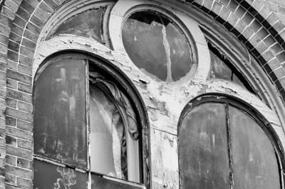 Old Town Hall disrepair, detail (mono)